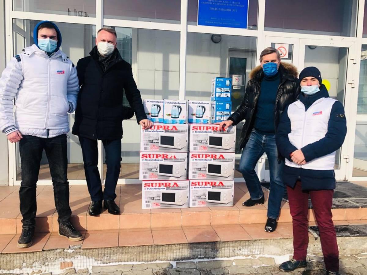 Добровольцы ХМАО – ЮГРЫ поздравили мужчин с праздником