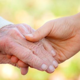 Как помочь пожилым людям?